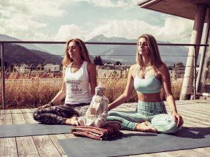 Petra und Leonie YogaGen Yoga Tirol